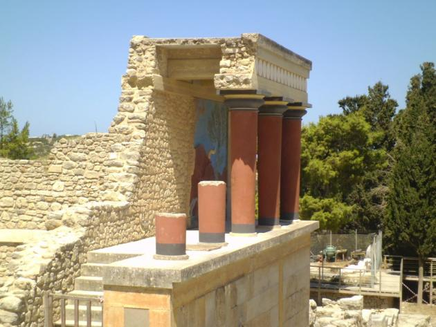 Minoan ruins column structure