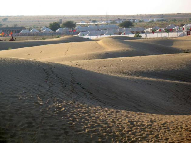 Tents at Sam dunes